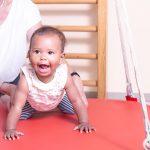 Physiotherapie Eckental Behandlung Kind Schaukelbrett
